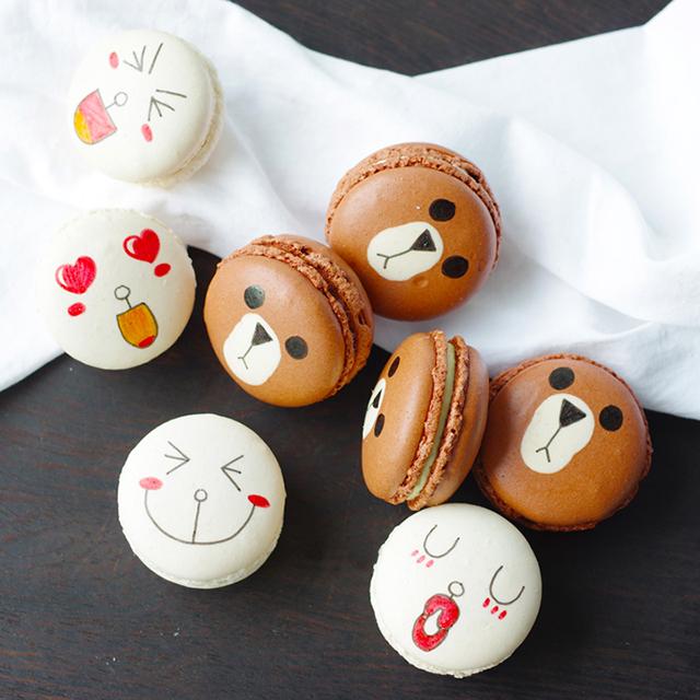 世界上最萌得熊和兔子,被搬到了马卡龙的饼面上.