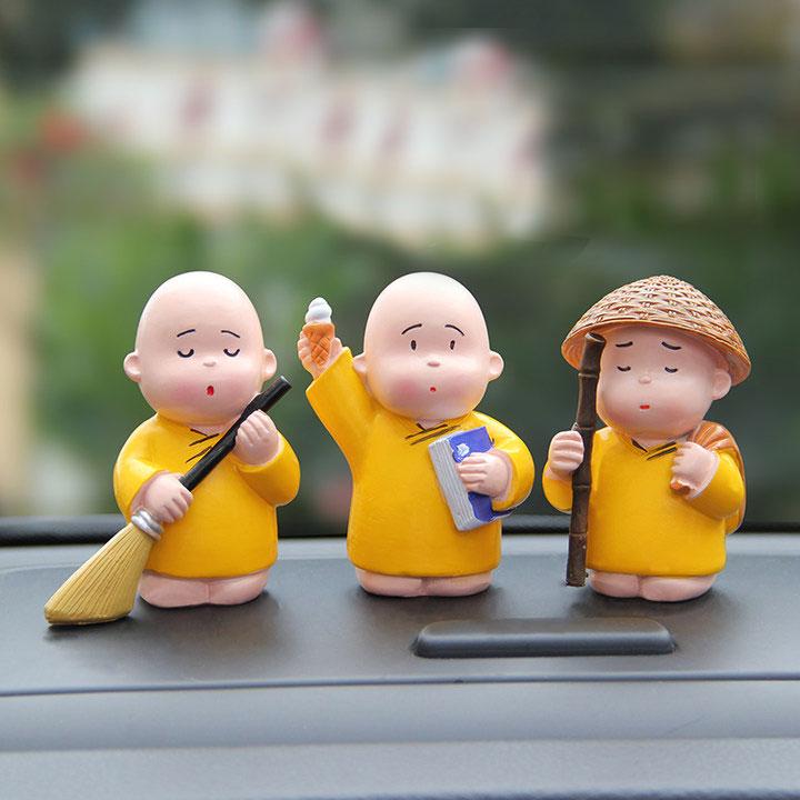 创意汽车摆件可爱小和尚公仔