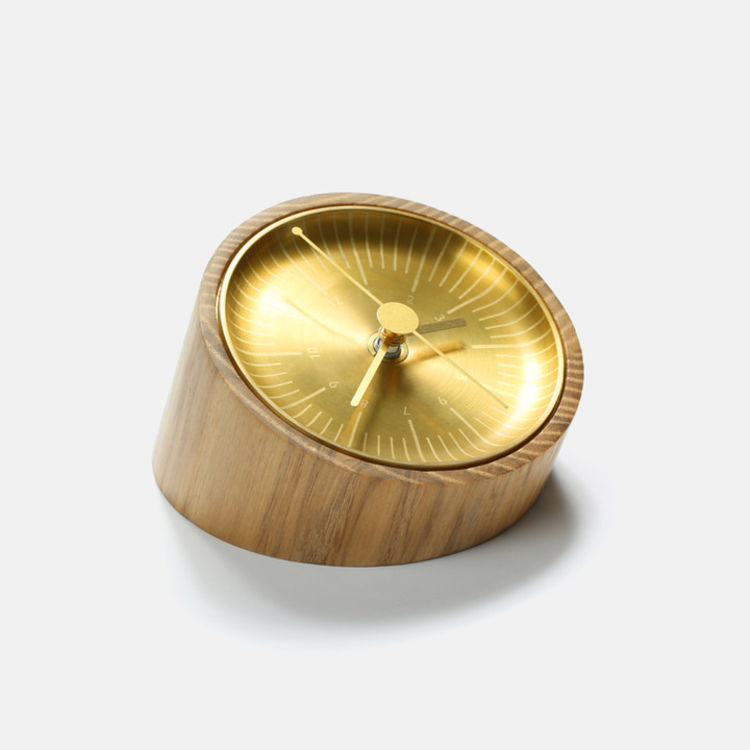 实木钟台,黄铜表盘,美得犯规:惊艳了时光的黄铜物件