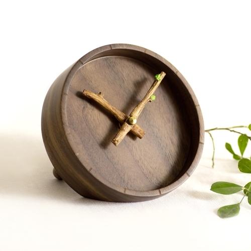 意外创意简约现代萌芽台钟客厅木质装饰座钟卧室床头艺术静音钟表
