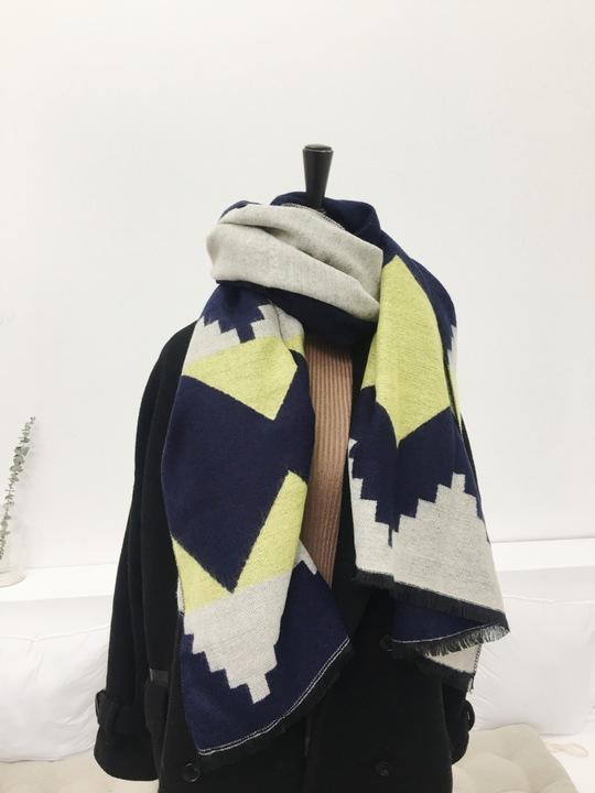 秋冬季新款女ulzzan围巾韩版加厚仿羊绒撞色菱形格子保暖毛线披肩