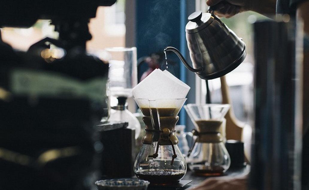 自己手工冲泡咖啡是一件有风情的事