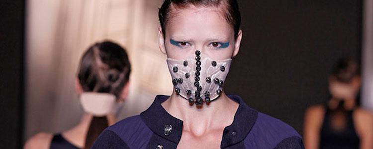 """口罩配净化吊坠才是最酷的""""霾LOOK"""""""
