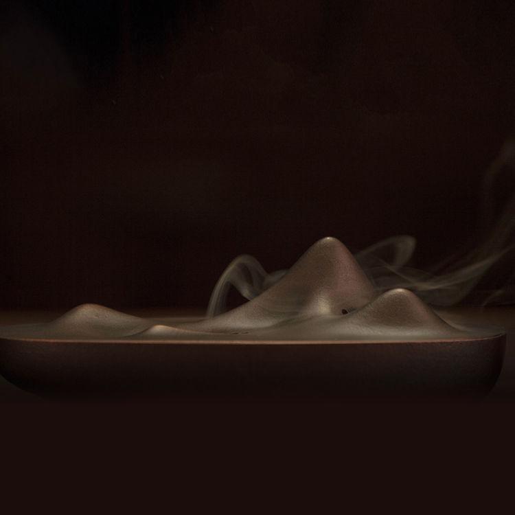 案几上的东方诗意香炉,缕缕香雾,只有设计满分的香插才相配