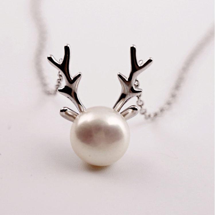 一鹿伴随你,相信我,你戴首饰的样子特别美