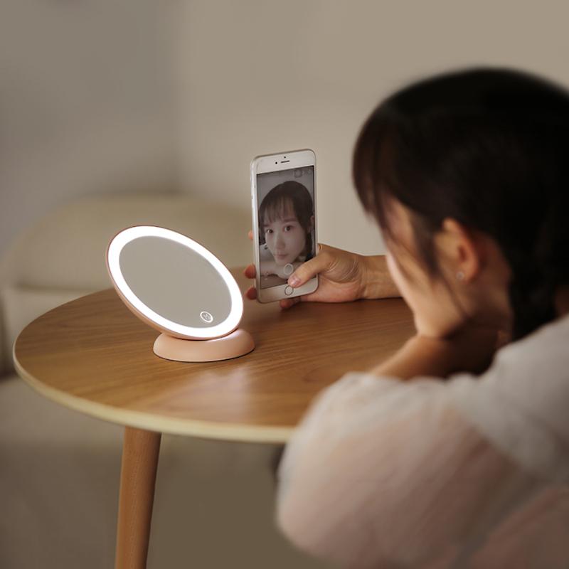 对面创意便携随身LED梳妆镜