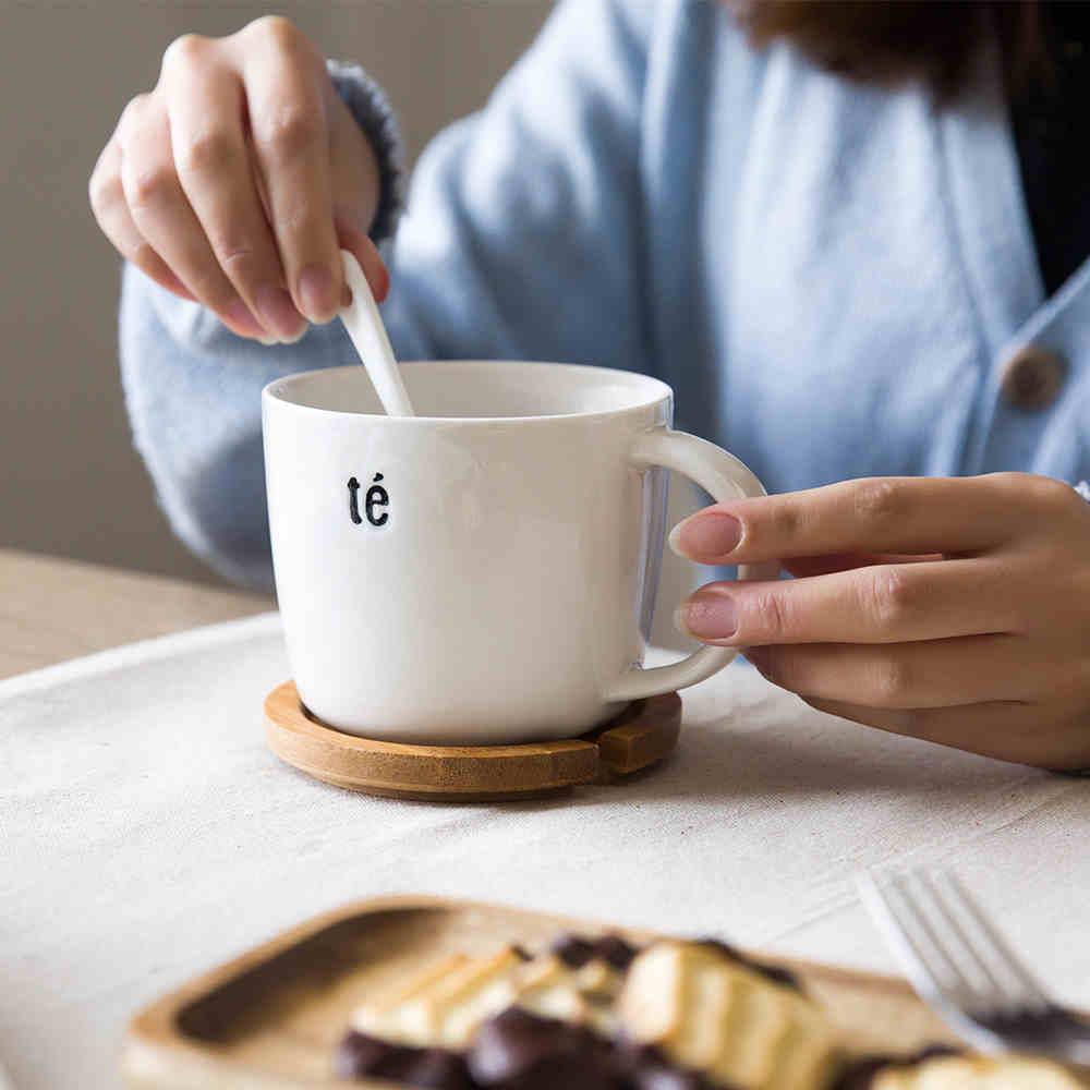 摩登主妇 创意陶瓷马克杯 带盖喝水杯咖啡杯牛奶杯 果汁杯送勺子