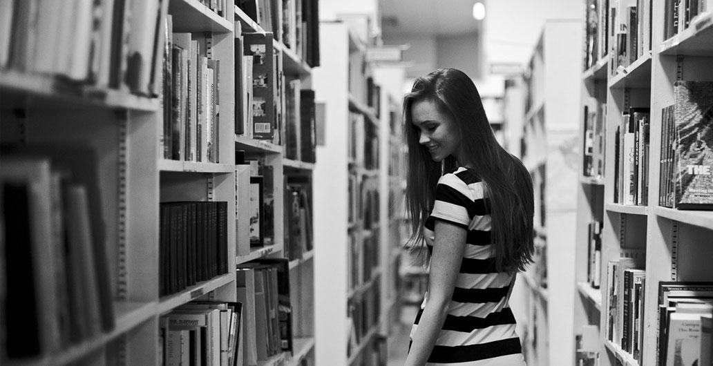 """「七夕礼盒」:""""第一次遇见她是在图书馆..."""""""