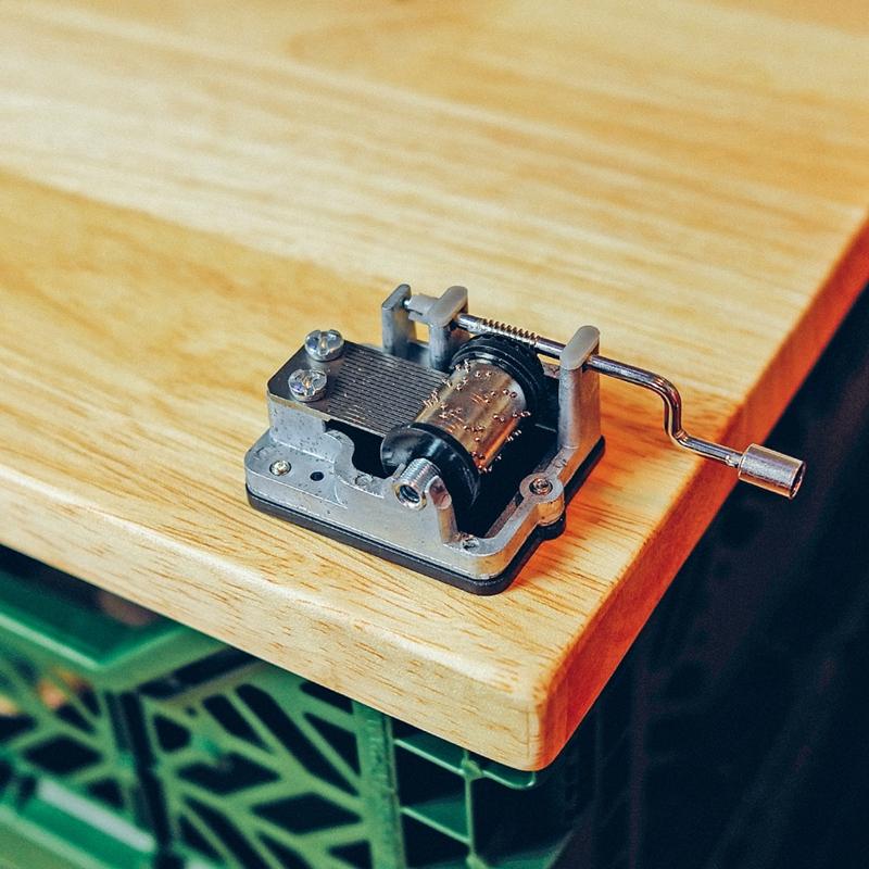 美国kikkerland 复古手摇金属音乐盒 八音盒 固定经典曲目现货