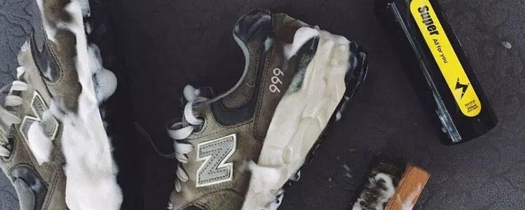 在家洗冬鞋其实很方便,喷一喷就干净了!
