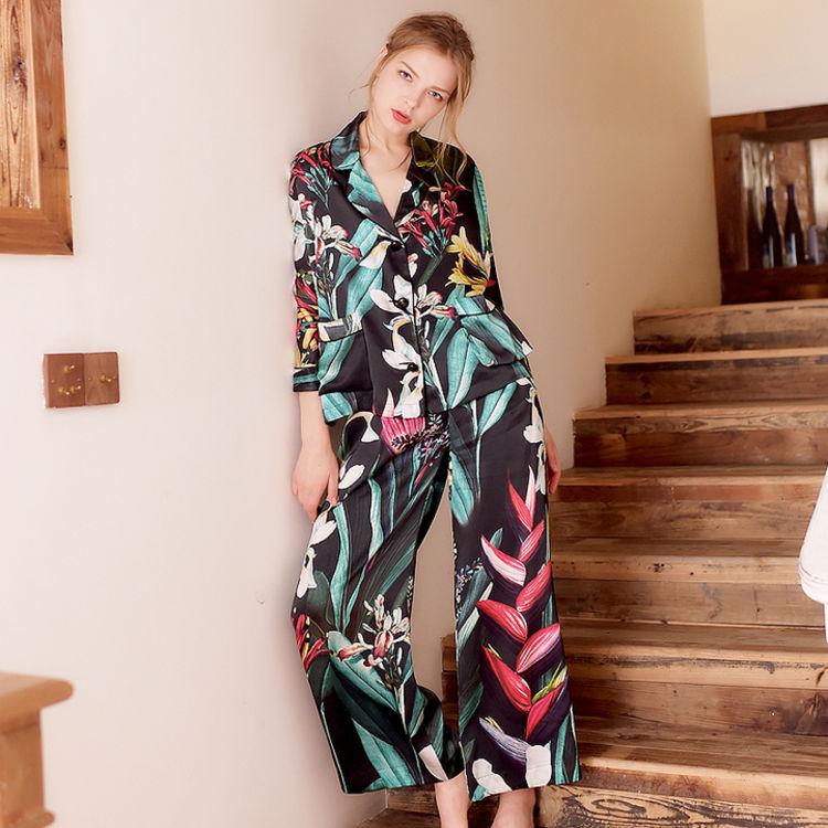 百合花翻领套装,你需要一件,美得能穿出门的复古印花睡衣