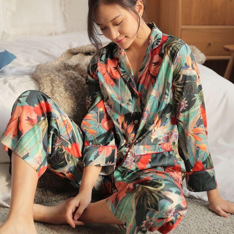 春意盎然轻复古,你需要一件,美得能穿出门的复古印花睡衣
