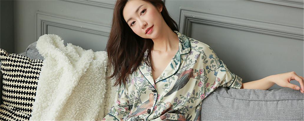你需要一件,美得能穿出门的复古印花睡衣