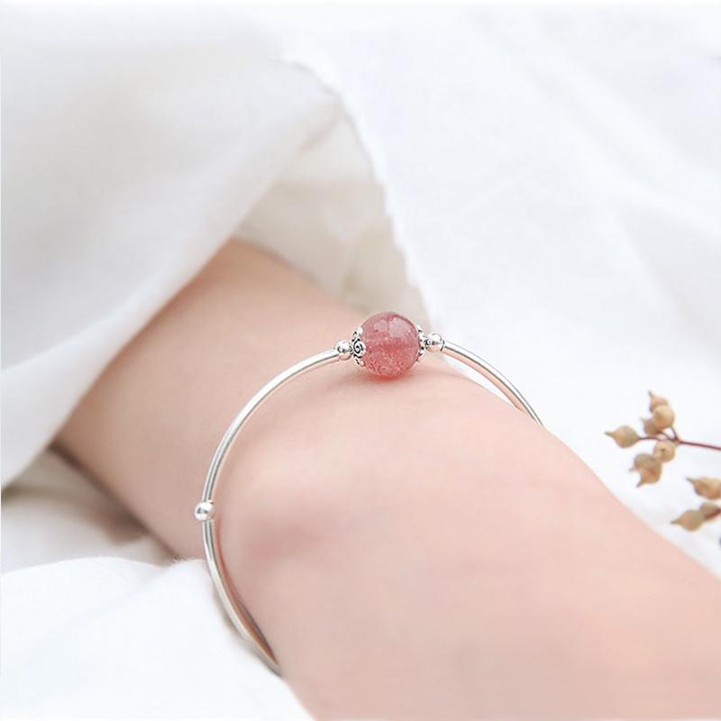 S925纯银招桃花天然粉水晶草莓晶月光石手链极细女可爱手镯转运珠