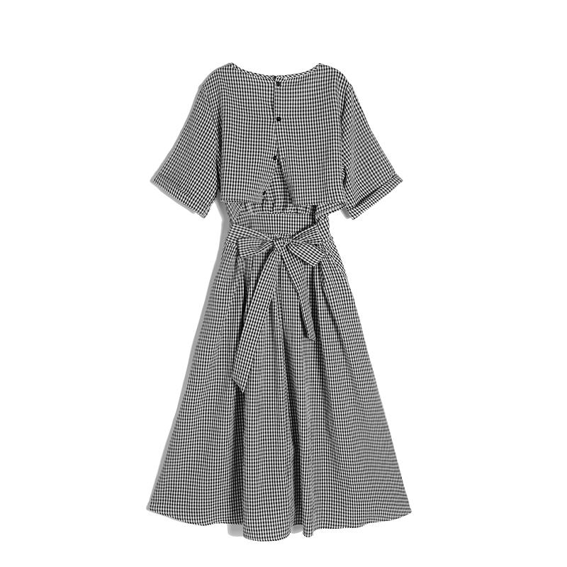 ins超火的冷淡风格子连衣裙女夏新款露背小心机系带收腰中长裙子