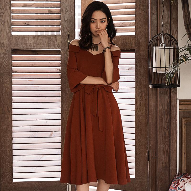 弥古红色礼服一字肩吊带连衣裙女夏赫本风小红裙茶歇裙度假沙滩裙