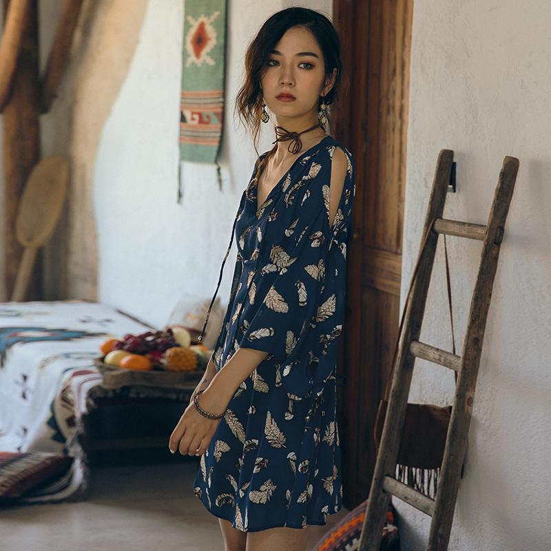 弥古沙滩裙度假茶歇裙喇叭袖v领连衣裙女夏泰国风情裙子复古短裙