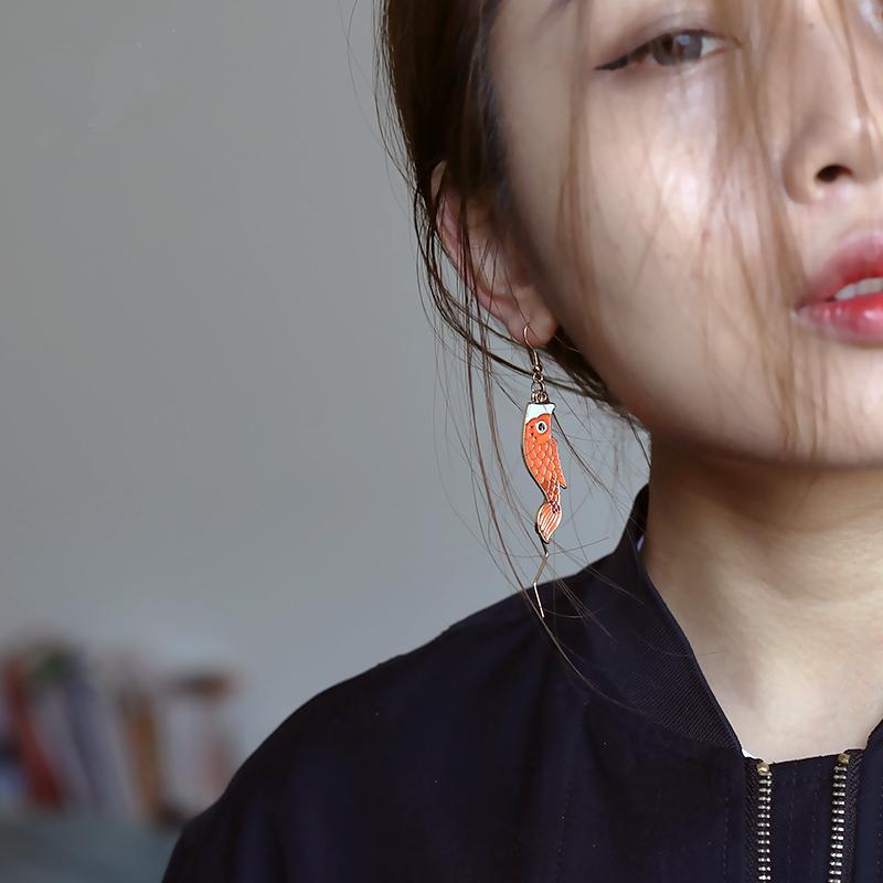 日式铜镀金珐浮雕锦鲤耳坠