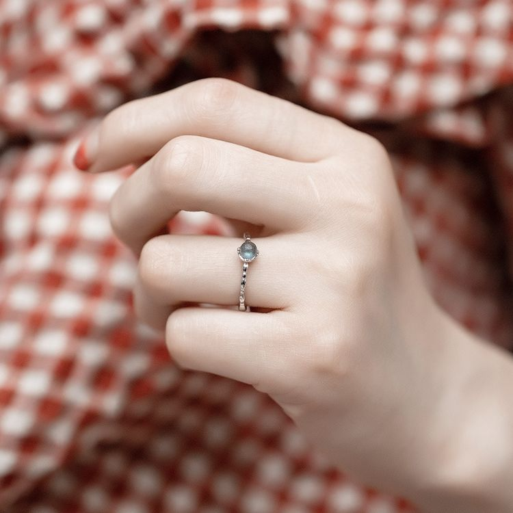 天然月光石拉长石戒指,相信我,你戴首饰的样子特别美