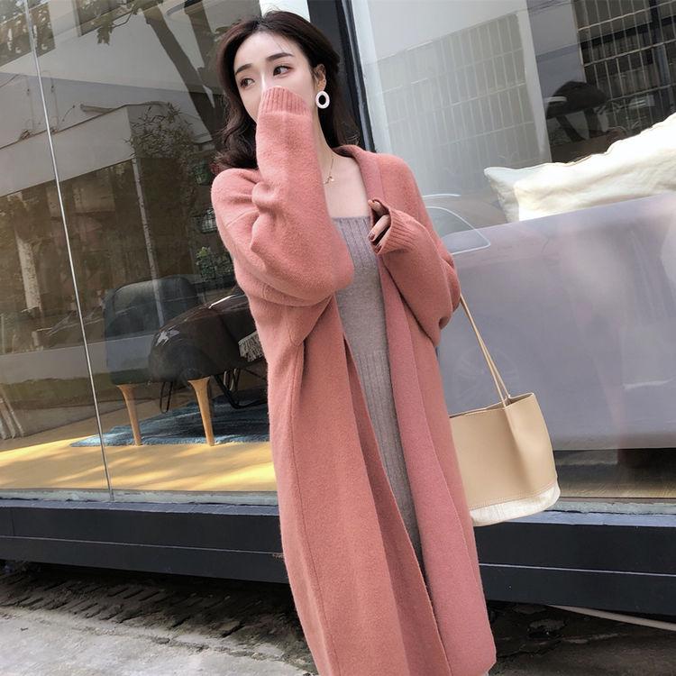 ,凉秋小长假出行,用一件针织服搞定!