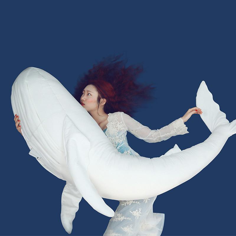 羊外婆的小女孩 梦游鲸鱼抱枕