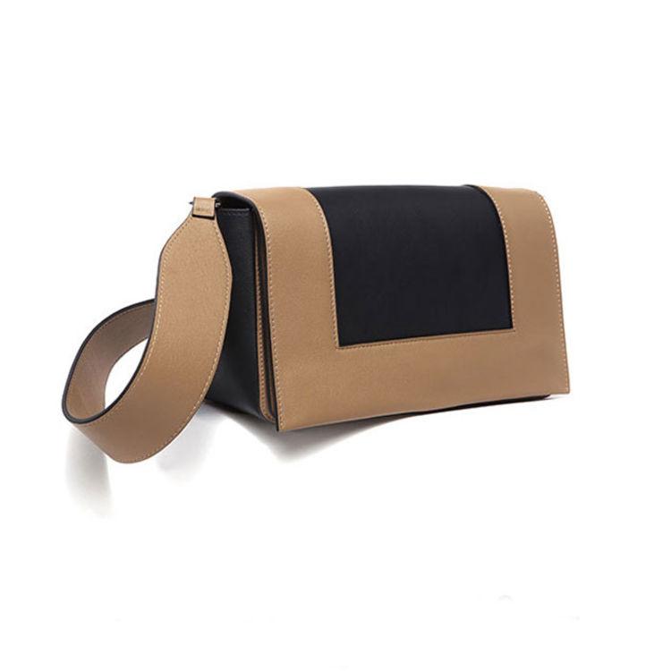 """,这些包包不贵,但看起来一副""""天生我最贵""""的样子"""
