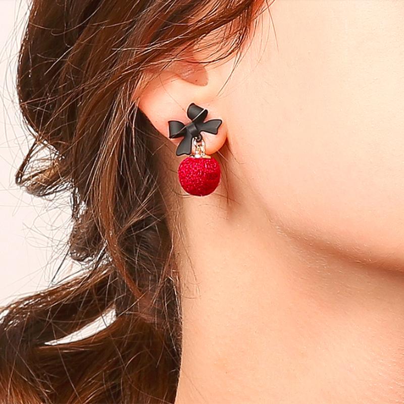 蝴蝶结绒球耳环