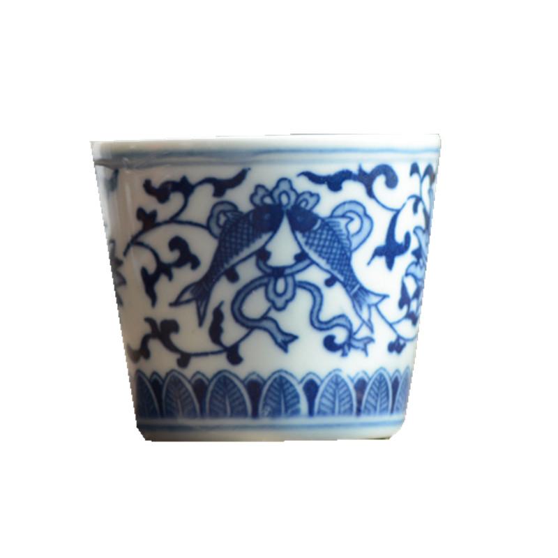 青花手绘缠枝纹双鱼茶杯
