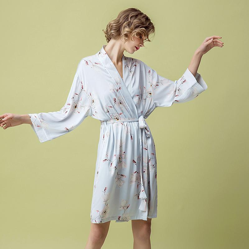甜美印花丝绸睡袍