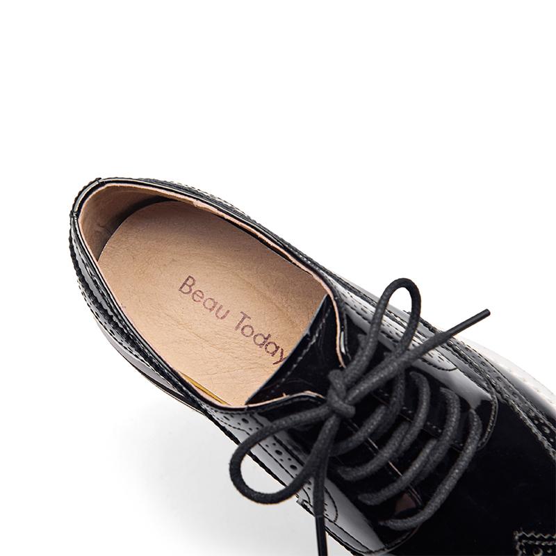 英伦风漆皮单鞋