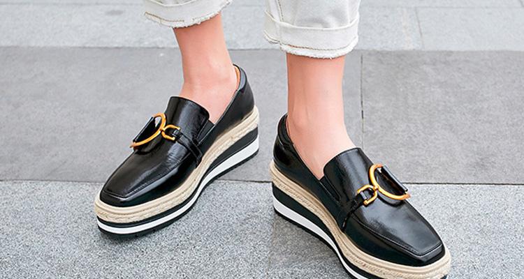 高跟鞋太累脚?时尚松糕鞋,小个子女生的增高利器
