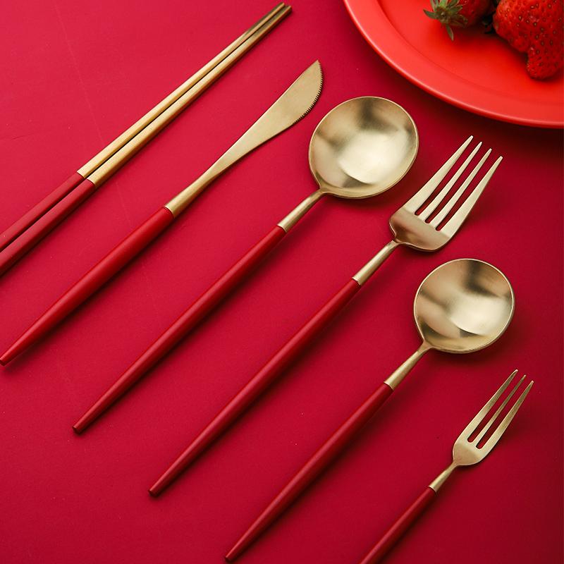 中国红鎏金餐具套装