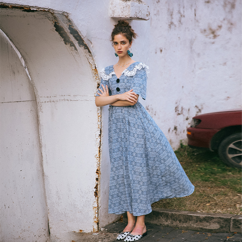 淡蓝复古桔梗裙