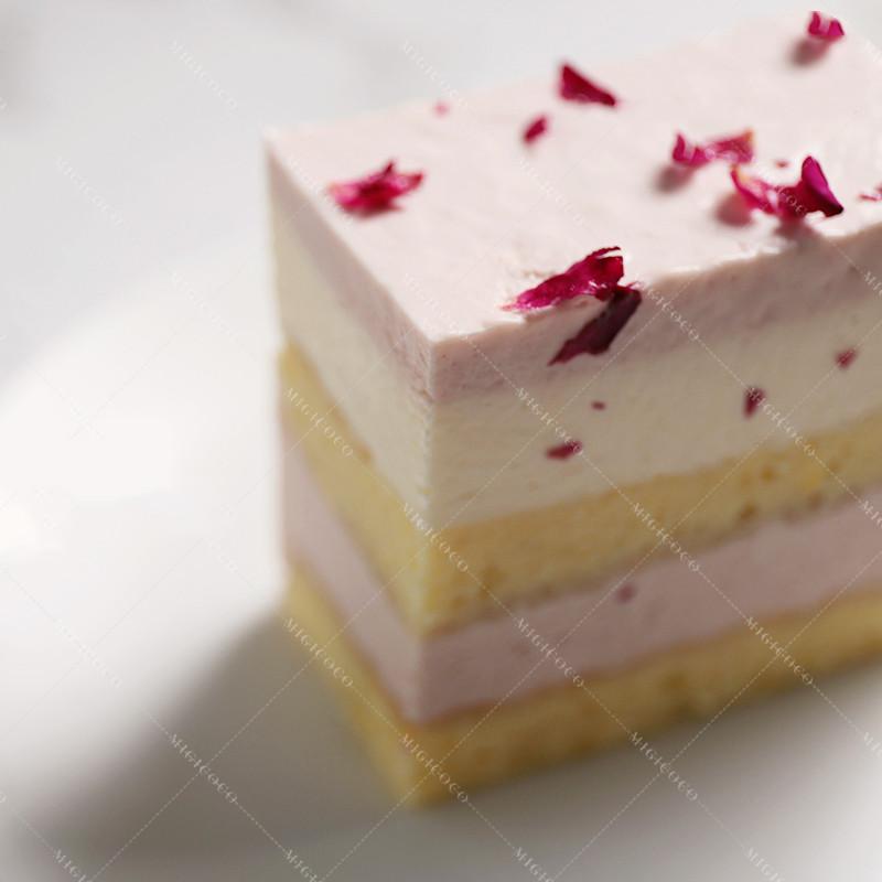 网红手握蛋糕盒子